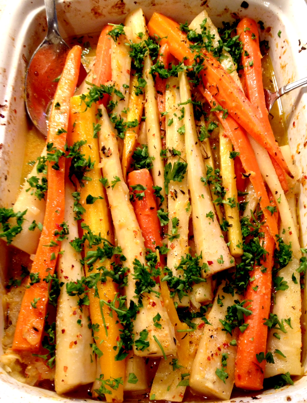 carrots , orange , parsley , parsnips , shallots thyme